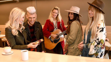 Photo of HERSHEY'S Helps Colton Dixon Surprise Wife For Valentines Day!