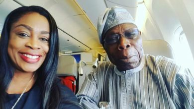 Photo of Sinach Shares Selfie With Former President, Olusegun Obasanjo