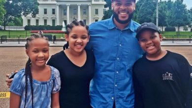 Photo of James Fortune Shares Vacation Photos With Kids