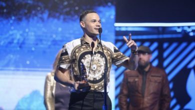 Photo of Tauren Wells Wins Big at the 2018 Dove Awards [See Full List]