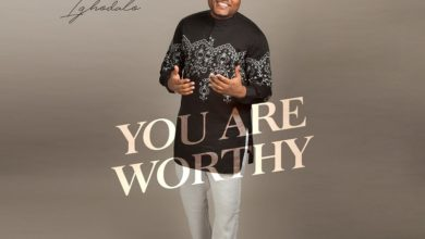 "Photo of Evans Ighodalo Sings ""You are Worthy"" on New Worship Medley"