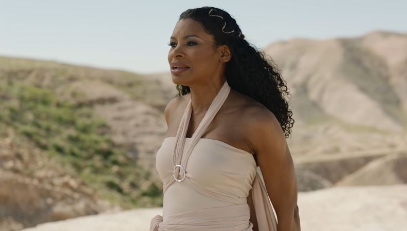 Nicole-C-Mullen-The-God-Who-Sees_
