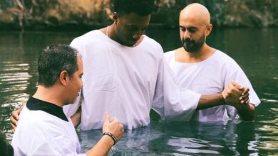 Photo of Lecrae Gets Baptized in Jordan River; Says It was an Incredible Experience
