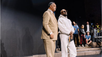 Photo of PHOTOs: Kanye West Brings His Sunday Service Experience To Fellowship Chicago