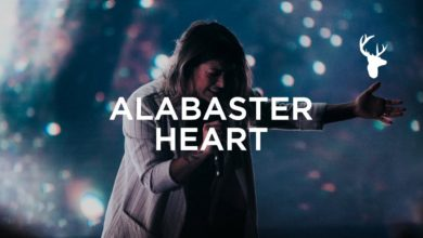 "Photo of Kalley Heiligenthal – ""Alabaster Heart"" (Live) 