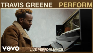 "Photo of Watch: Travis Greene ""Perform"" Live at VEVO Studios"